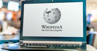 """20 عاما على تأسيسها.. هل """"ويكيبيديا"""" Wikipedia محايدة وتتمتع بالمصداقية؟"""